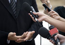 Micrófonos del periodismo de la conferencia de la reunión de negocios fotos de archivo libres de regalías
