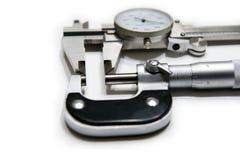 Micrômetro e compasso de calibre imagem de stock
