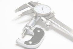 Micrômetro e fundo do Web do compasso de calibre Imagens de Stock