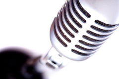 Micrófono de la vendimia en blanco Imagenes de archivo