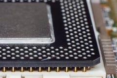 Microchip da unidade do processador central do processador central instalado no soquete imagens de stock