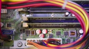 Microchip del circuito elettrico sulla scheda madre del computer immagini stock