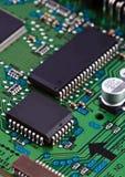 Microchip na placa de circuito fotografia de stock royalty free