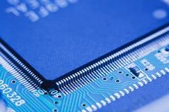 microchip op motherboard wordt geïntegreerd die royalty-vrije stock afbeeldingen