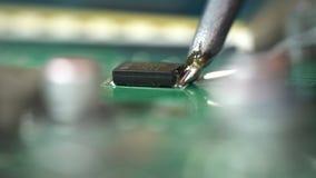 microchipes y placas de circuito que sueldan almacen de video