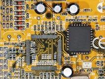 Microcircuito electrónico con el microchip. imágenes de archivo libres de regalías