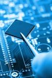 Microcontroller sulla linea di montaggio Fotografia Stock