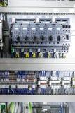 Microcontrollers voor pneumatische zuigers Stock Foto