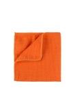 Microfiber在白色背景的清洁毛巾 免版税库存图片
