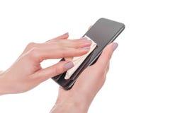 Microfiber della strofinata dello schermo del telefono Immagine Stock