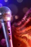 Microfone da ilustração com vertical vermelho e azul do fundo Fotos de Stock