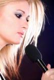 Microfone da música da rocha do canto da mulher Imagem de Stock