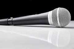 Microfone da voz com reflexão Imagens de Stock