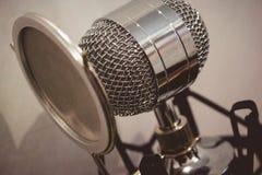 Microfone de condensador elegante imagens de stock
