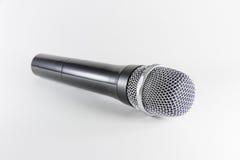 Microfone de Isoltaed no fundo branco Fotografia de Stock