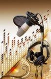 Microfone do estúdio com o equalizador sobre floral imagem de stock