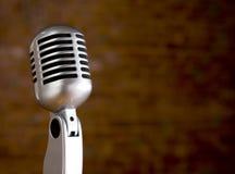 Microfone do vintage na frente do fundo borrado Foto de Stock Royalty Free