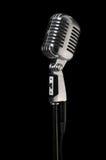 Microfone do vintage sobre o preto imagem de stock royalty free