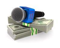 Microfone e dinheiro no fundo branco Ilustra??o 3d isolada ilustração royalty free