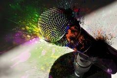 Microfone e explosão da cor fotos de stock royalty free