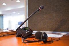 Microfone e painel de comando