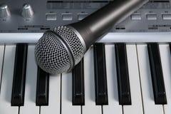 Microfone e teclado Imagens de Stock