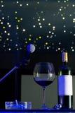 Microfone e um vidro do vinho Imagem de Stock