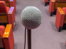 Microfone em um carrinho fotos de stock royalty free