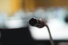 Microfone na luz suave do laboratório do computador Imagem de Stock Royalty Free