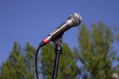 Microfone no ar livre foto de stock