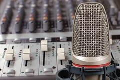 Microfone no estúdio sadio
