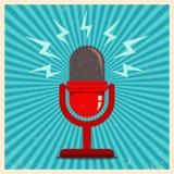 Microfone no fundo retro azul Fotografia de Stock