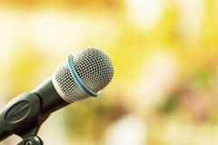 Microfone para cantar no concerto imagens de stock royalty free