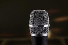 Microfone sem fio no fundo preto Fotografia de Stock Royalty Free