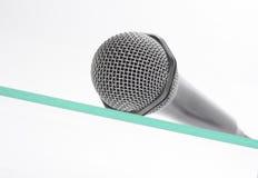 Microfone a tabela de vidro Imagens de Stock
