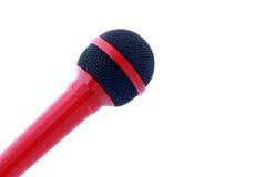 Microfone vermelho isolado no branco com copyspace Fotos de Stock Royalty Free
