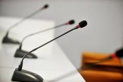 Microfoni di conferenza stampa Fotografie Stock Libere da Diritti