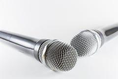 Microfoni isolati su fondo bianco Fotografia Stock