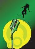 Microfono con la ragazza di salto Fotografia Stock Libera da Diritti