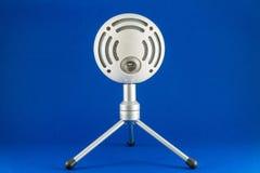 Microfono a condensatore blu di podcast della palla di neve Immagini Stock Libere da Diritti