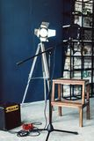 Microfono a condensatore dello studio con la registrazione in tensione del filtro da schiocco e del supporto antivibrazione Paret immagine stock libera da diritti