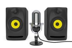 Microfono d'argento d'annata ed audio altoparlanti rappresentazione 3d Fotografie Stock Libere da Diritti