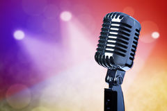 Microfono dell'annata in scena Immagini Stock Libere da Diritti