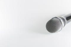 Microfono di Isoltaed su priorità bassa bianca Fotografia Stock Libera da Diritti