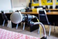 Microfono nella sala riunioni Immagine Stock