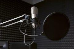 Microfono nello studio radiofonico Fotografia Stock Libera da Diritti