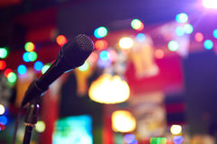 Microfono in sala da concerto Fotografie Stock