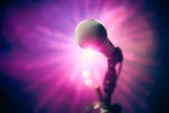 Microfono in scena immagine stock libera da diritti