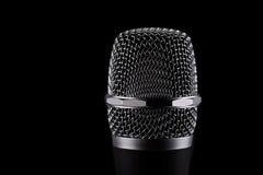 Microfono senza fili su fondo nero Immagine Stock