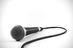 Microfono sicuro del cavo Sm58 per gli eventi ed i concerti in tensione Immagine Stock Libera da Diritti